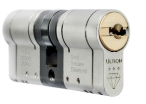 Leeds locksmith fitting Ultion Cylinder-2